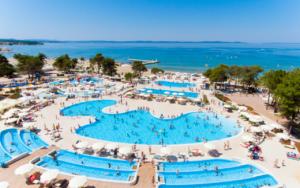 Zaton Holiday Resort zwembaden